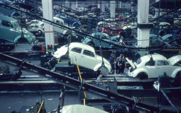 Produktion des VW Käfers in Wolfsburg 1960