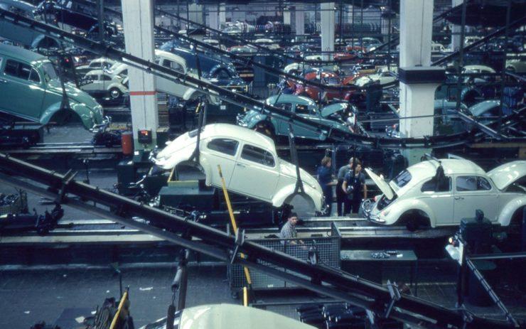 Produktion des VW Käfers in Wolfsburg 1960
