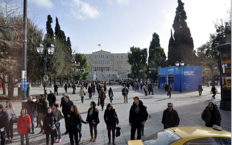 belebter Platz in Athen