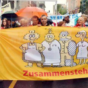 Gewerkschaftliche Protestversammlung im Regen