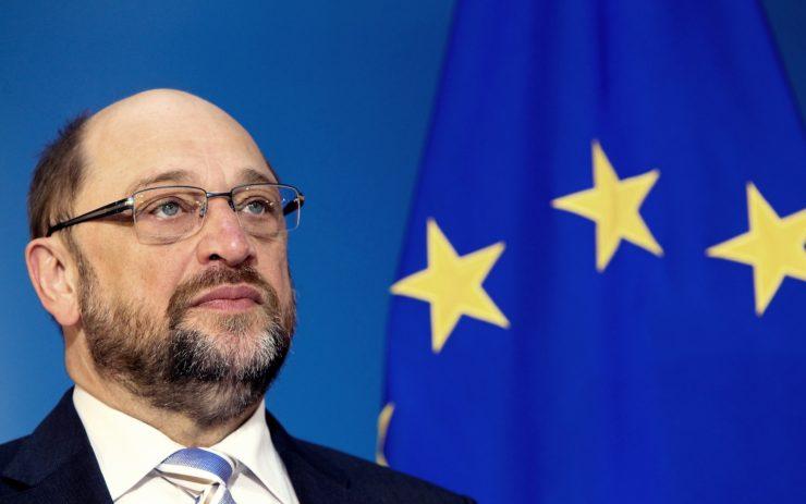 Martin Schulz vor einer EU-Flagge