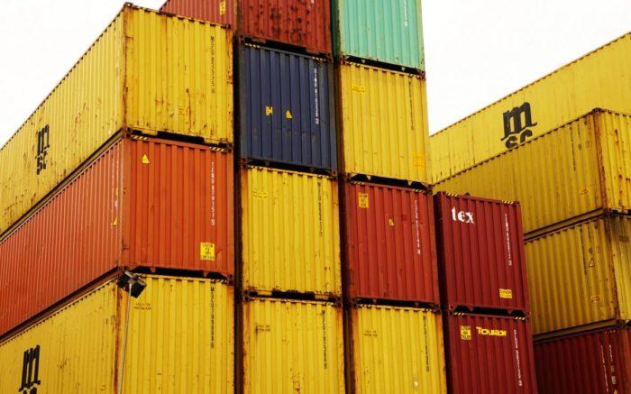 Container übereinander gestapelt.