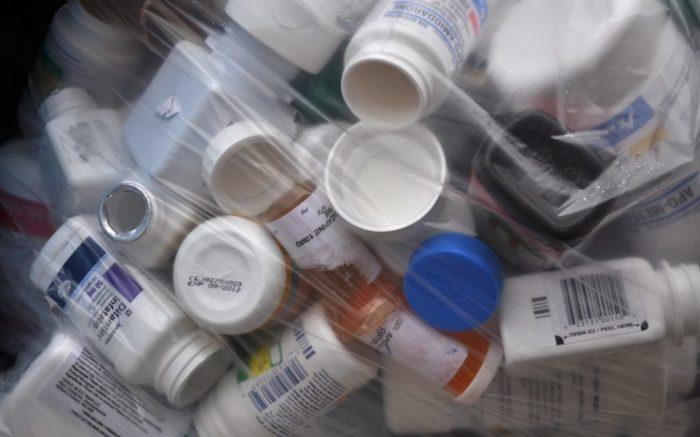 Arzneimittel unter Transparentfolie, nah