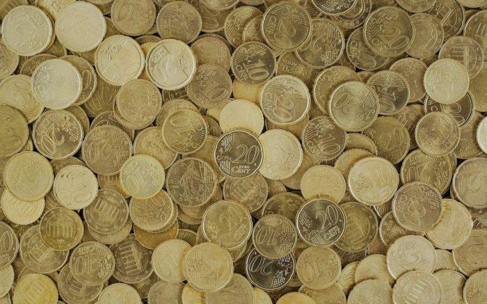 Oft mangelt es an der Verteilung: Ein Haufen goldene Cent-Münzen