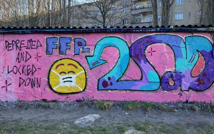 """Bonus: Auf einer pinken Wand steht """"Depressed and locked down"""" und FFP2sad"""