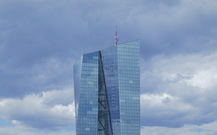 Zentrale der Kriegswirtschaft: Die Spitze des Hochhauses der Europäische Zentralbank in Frankfurt am Main