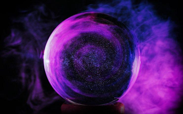 Schätzung des BIP: Eine Glaskugel schimmert dunkellila