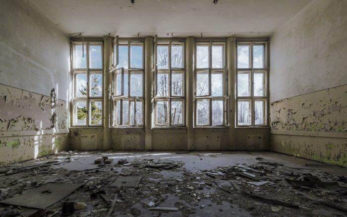 Die Ruinen einer Altbauwohnung