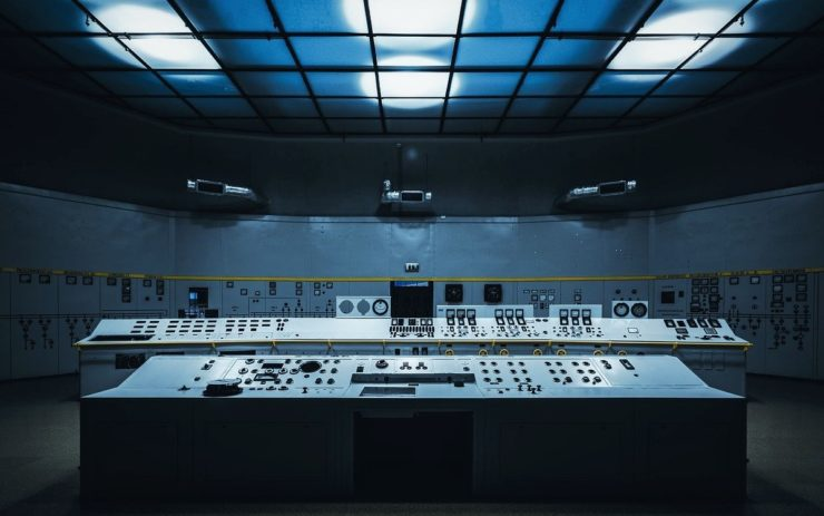 Ein altmodischer Kontrollraum für Maschinen oder andere Anlagen. Im Sozialismus waren die Preise ein Kontrollmittel