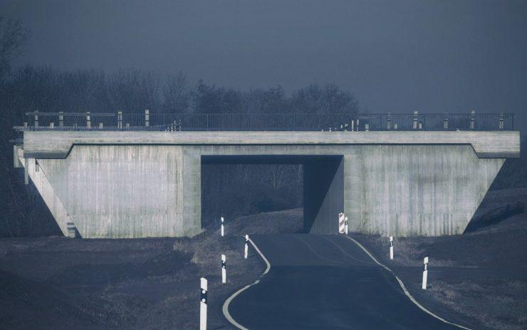 Hierfür enteignet auch die CDU: Eine Autobahn-Brücke in einer großen Baustelle